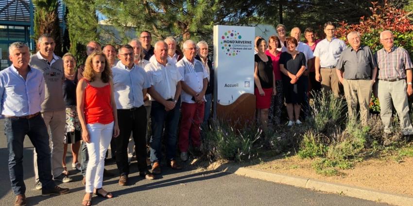 Les 28 maires signent la charte de gouvernance du PLUI