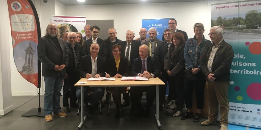 Mond'Arverne communauté a signé le contrat «Ambition Région»